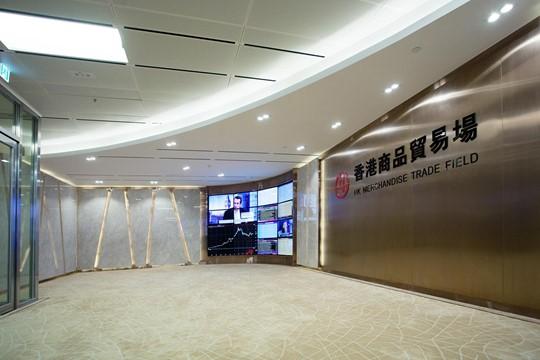 辦公室設計 以不鏽鋼板與雲石特色牆打造現代風格