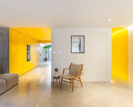 爽朗清新的時尚設計 英式住宅內的金光隧道