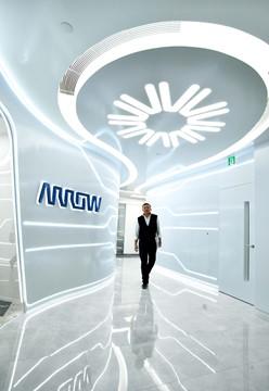 科技感十足的辦公室 「巨大電路」連接各個區域